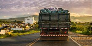 Imagem de caminhão nas estradas do país